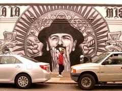 Photos : Le musicien Santana sur une fresque murale