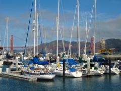 Photo : Bateau à voile avec vue sur le Golden Gate Bridge