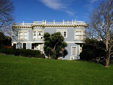 maisons victorienne  sur ciel bleu à San Francisco