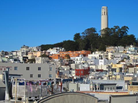 Photos : Coit Tower au dessus de North Beach le quartier italien