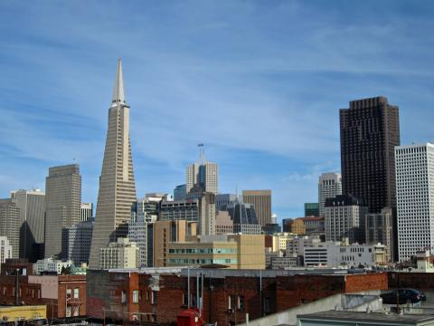 Photo  : Transamerica ou tour pyramidale et Downtown san francisco