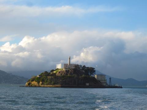 île d'Alcatraz au milieu de la Baie de San Francisco