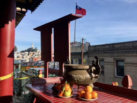Photo : Vue depuis un temple taoïste Chinatown San Francisco