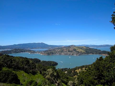 [Photo : vaste point de vue sur la Baie de San Francisco depuis Angel Island]