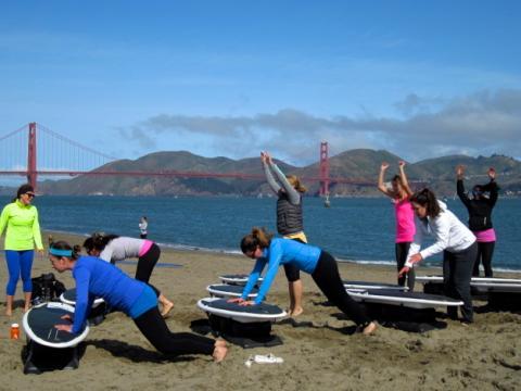 Photo : entrainement de gym sur la plage de Crissy Field