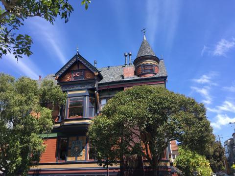 maisons victoriennes et ciel bleu à San Francisco