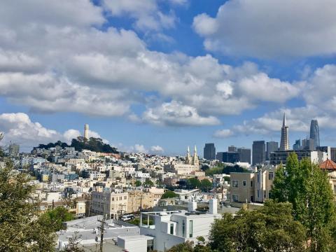 [Photo : belle vue sur Telegraph Hill et Coit Tower]