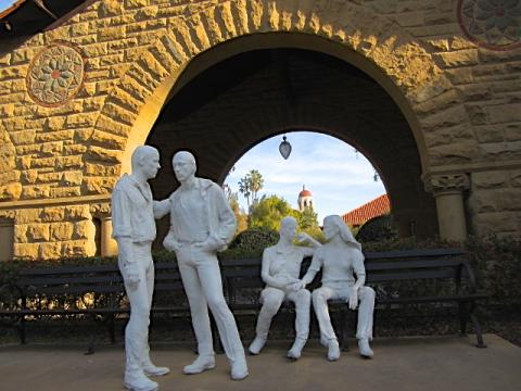 Photo : Sculpture LGBT Campus de Standford