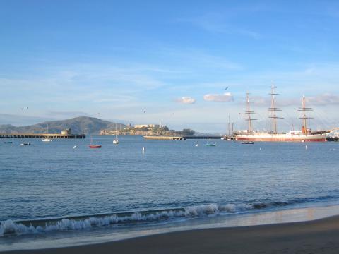 Photo : Bay de San Francisco avec bateaux historiques