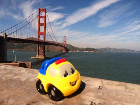 Photo : Golden Gate Bridge avec jouet d'enfant San Francisco