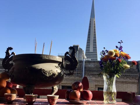 Transamerica , tour célèbre de San Francisco vue depuis un temple chinois